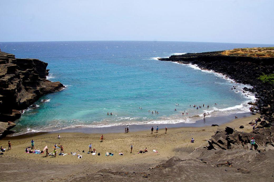 Papakōlea Beach green sands 2